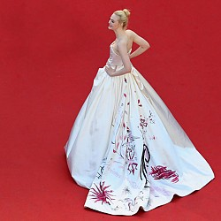Ел Фанинг в рокля на Vivienne Westwood Couture