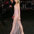 Лили Доналдсън  в ефирна рокля Burberry