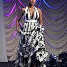 Джанел Мона в рокля на  Jenny Peckham