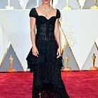 Алисия Викандер в рокля на Louis Vuitton
