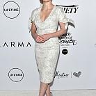 Джесика Частейн в рокля на Carolina Herrera