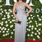 Стефани Дж. Блок в рокля на J. Mendel